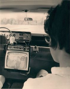 Ford's car television, 1965 (Thank goodness not texting and driving. How ridiculous this is. Talk about dangerous distractions! Radios, Vintage Tv, Vintage Cars, Vintage Black, Vintage Photographs, Vintage Photos, Gilles Villeneuve, Vintage Television, Television Tv