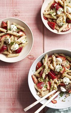 Fresh berries and mozzarella​ add a healthy twist to a barbecue favorite.​ This strawberry caprese pasta salad is sure to please a crowd. Cooking Light Recipes, Clean Eating Recipes, Healthy Eating, Side Dish Recipes, Veggie Recipes, Healthy Recipes, Veggie Dishes, Drink Recipes, Pasta Recipes