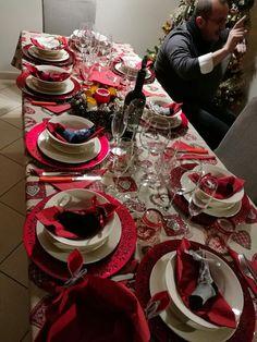 7 Il ruolo del cibo nella mia vita. Questa è la mia tavola il giorno dell Epifania. Per me il cibo è anche un momento di condivisione con gli amici più intimi.