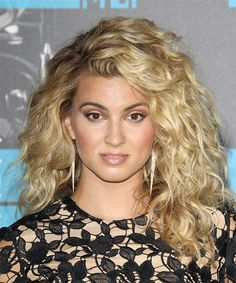 View yourself with Tori Kelly hairstyles and hair colors. View styling steps and see which Tori Kelly hairstyles suit you best. Blonde Curly Hair, Colored Curly Hair, Casual Hairstyles, Celebrity Hairstyles, Tori Kelly Hair, Medium Hair Styles, Curly Hair Styles, Medium Blonde, Mid Length Hair