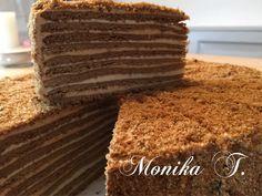 Russische Honigkuchen - Medovnik Chocolate Slice, Tasty Chocolate Cake, Chocolate Pastry, Summer Desserts, No Bake Desserts, Pastry Recipes, Cake Recipes, Russian Honey Cake, Hazelnut Meringue