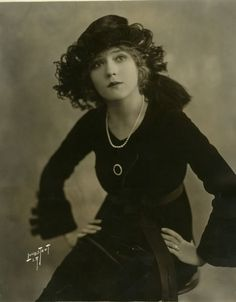 Mary Pickford  http://classichollywood.tumblr.com/post/529955844/mary-pickford#