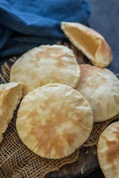 Pita Bread is a Middle Eastern leavened bread which is easy to make at home from scratch. Here is how to make freshly baked pita bread at home. Middle Eastern Dishes, Middle Eastern Recipes, Pork Recipes, Bread Recipes, Snack Recipes, Baking Soda Health Benefits, Greek Pita Bread, Homemade Pita Bread, Pumpkin Hummus