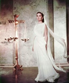 "Vintage Glamour Girls: Jean Simmons in "" The Robe "" Vintage Glamour, Old Hollywood Glamour, Golden Age Of Hollywood, Vintage Hollywood, Classic Hollywood, Hollywood Style, Katharine Hepburn, Audrey Hepburn, Jean Simmons"