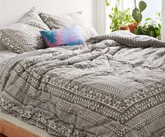 Quilt Magical Thinking   @uoeurope is trend. Soft cotton quilt made exclusively for Urban Outfitters by Magical Thinking. With a design and subtle finish, this stunning quilt will set up a special style to any space to sleep in the place we choose. A different pleasure at bedtime. #woman #mens #home #fashion #style