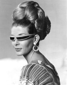 Vintage Sunglasses and bouffant black&gray portrait on right forearm - - Mod Fashion, 1960s Fashion, Vintage Fashion, Space Fashion, Sporty Fashion, Fashion Women, 1960s Hair, Retro Hair, Moda Retro