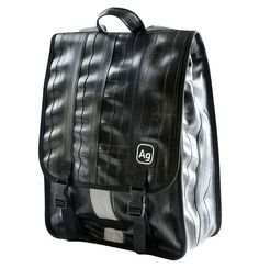 The Alchemy Goods Madison Backpack is just what you need to keep your items organized and with you while you are on the move. The chic design of this backpack, including the fashionable black color en