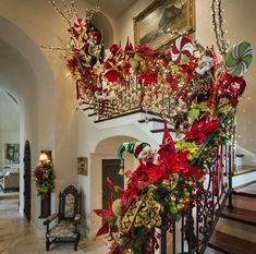 Christmas Stairs Decorations, Christmas Staircase, Luxury Christmas Tree, Cool Christmas Trees, Christmas Fireplace, Whimsical Christmas, Christmas Tree Themes, Christmas Love, Beautiful Christmas