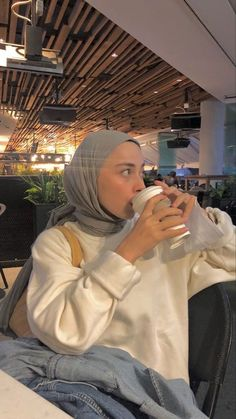 Modern Hijab Fashion, Muslim Fashion, Modest Fashion, Girl Fashion, Casual Hijab Outfit, Hijab Chic, Casual Outfits, Fashion Poses, Fashion Outfits