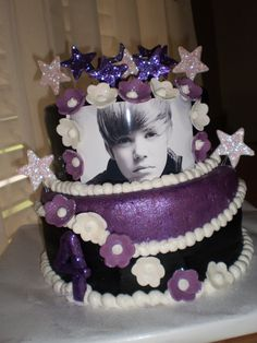 These Justin Bieber fans love stars and flowers. Also, added points for the edible glitter, ESPECIALLY on the stars.