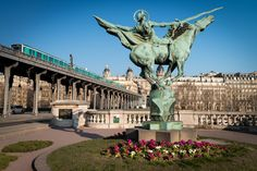 24 hours in Paris by Damien Roué