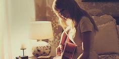 Vergelijking van curssussen om online gitaar te leren spelen te vinden op http://instrumentpassie.nl/online-gitaar-leren-spelen/ -- Online gitaar leren spelen ---- http://instrumentpassie.nl/online-gitaar-leren-spelen/