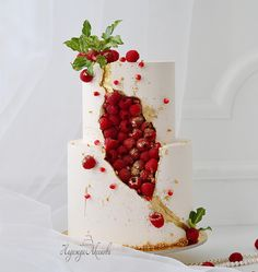Buttercream crystal cake but with raspberries instead of sugar crystals - cake - . - Buttercream crystal cake but with raspberries instead of sugar crystals – cake – c - Pretty Cakes, Beautiful Cakes, Amazing Cakes, Red Wine Gravy, Geode Cake, Crystal Cake, Sugar Crystals, Buttercream Cake, Cake Fondant