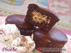 Σοκολατένια cupcakes με γέμιση The Kitchen Food Network, Cupcake Cakes, Cupcakes, Cake Bars, Small Cake, Greek Recipes, Tray Bakes, Food Network Recipes, Biscuits
