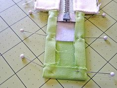 How to Create an Inset Zipper | Sew4Home -タブのつけ方