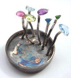 En tremblant brooch, oxidised silver with gemstones Oxidized Silver, Contemporary Jewellery, Objects, Brooch, Gemstones, Rings, Jewelry, Jewlery, Gems