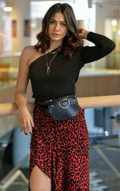 Demet Özdemir Filmography, List of Demet Özdemir Movies and TV Shows - FamousFix Cute Casual Outfits, Summer Outfits, Fashion Tv, Fashion Outfits, Turkish Women Beautiful, Turkish Fashion, Mode Boho, Girl Photography Poses, Professional Outfits