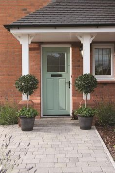 Ideas For House Front Door Entrance Interiors Front Entrance Ways, Front Path, Oak Front Door, Front Door Porch, Green Front Doors, House Front Door, Front Door Colors, House With Porch, Front Entrances