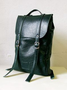 Emerald green middle size leather backpack rucksack / by kokosina