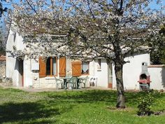 Le Maigrebois: 2 Bedroom Rental Home in Sainte-Maure-de-Touraine with Towels Provided and Private Yard - TripAdvisor