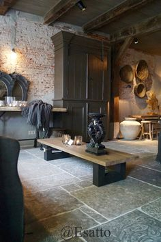 Painting a room's woodwork Casa Loft, Old Stone Houses, Stone Flooring, Rustic Interiors, Home Renovation, Home Decor Inspiration, Home Fashion, Home Furniture, Living Room Decor