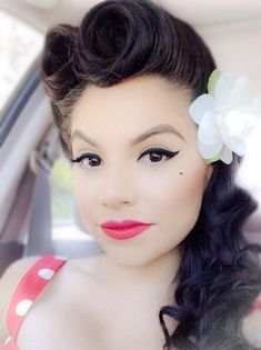 Pinup hair and makeup. I want to soooo badly to have a photoshot with this look