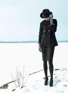 Shades of Cashmere - die neue IRIS VON ARNIM Kollektion inszeniert von Elisabeth TOLL  Elisabeth TOLL c/o NERGER M&O besticht durch ihr unverkennbares Auge für Mode. Doch auch im Bewegtbild kann die in Paris lebende Fotografin anhand fliessender Stoffe und ruhiger Schnitte ihr Modegespür...