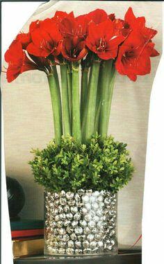 Floral Bouquet Recipes by Colour Christmas Flower Arrangements, Christmas Flowers, Floral Arrangements, Christmas Holidays, Christmas Wreaths, Xmas, Christmas Tablescapes, Christmas Centerpieces, Floral Centerpieces