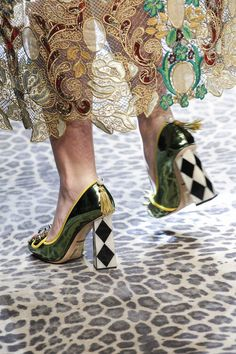 Dolce & Gabbana Fall 2017 Ready-to-Wear Fashion Show Dolce & Gabbana Fall 2017 Ready-to-Wear Accessories Photos – Vogue Funky Shoes, Crazy Shoes, Me Too Shoes, Dolce & Gabbana, Fashion Shoes, Fashion Accessories, Milan Fashion, Mode Shoes, Look Chic