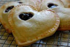 La Bella Cook: Cherry Pocket Pies
