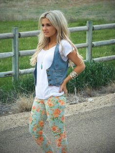May 2013   Stylin' Mommies...floral jeans? Do I dare haven't done it since Junior High.  Such a Cute Look!