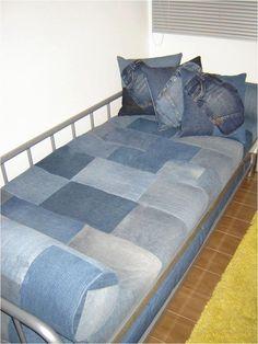 Would like to make this for the trundle bed Denim Furniture, Blue Jean Quilts, Denim Decor, Diy Jeans, Patchwork Jeans, Denim Ideas, Denim Crafts, Decoration, Home Decor