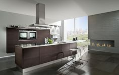 Kitchen equipment of hackers embodies new concepts of life and living Luxury Kitchen Design, Contemporary Kitchen Design, Bespoke Kitchens, Luxury Kitchens, Integrated Oven, Kitchen Color Trends, Colour Trends, Dark Grey Kitchen, Handleless Kitchen