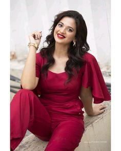 Beautiful Love Images, Simply Beautiful, Shayari In English, Love Couple, India Beauty, Like4like, Jumpsuit, Actresses, Indian