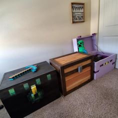 These are my boys toy chests that my husband made! He designed and created them. Our 3 youngest boys love minecraft so it was totally fitting. Wood working has become his hobby and passion! This is definitely one of my favorite creations. Minecraft Diy, Boys Minecraft Bedroom, Minecraft Room Decor, Interior Design Guide, Gaming Room Setup, Game Room Design, Game Room Decor, Gamer Room, Boy Room
