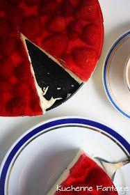 Sernik na zimno z galaretką i truskawkami Chocolate Fondue, Delicious Desserts, Sweet Tooth, Recipies, Food And Drink, Sweets, Baking, Polish, Cakes