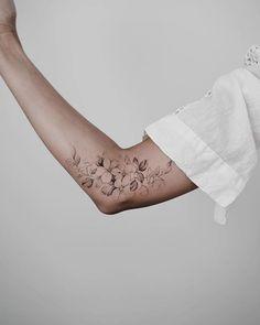 200 images of female arm tattoos for inspiration – photos and tattoos … Tattoo Style - tattoo feminina Pretty Tattoos, Cute Tattoos, Body Art Tattoos, Small Tattoos, Sleeve Tattoos, Inner Elbow Tattoos, Back Arm Tattoos, Feminine Arm Tattoos, Modern Tattoos