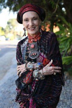 Barbara Chapman, Solana Beach, California by Ari Seth Cohen, Advanced Style: Older and Wiser Moda Hippie, Moda Boho, Beautiful Old Woman, Beautiful People, Beautiful Smile, Mode Style, Style Me, Classy Style, Mode Boho Gypsy