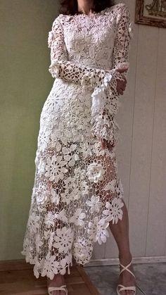 The dress is a white, dandy, Irish lace. Irish Crochet, Crochet Lace, Diy Fashion No Sew, Crochet Wedding Dresses, Great Gatsby Fashion, Weeding Dress, Irish Lace, Lace Outfit, Linens And Lace