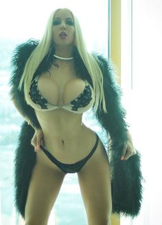 Smoking hot babe Nicolette Shea demonstrates wonderful knockers
