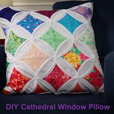 DIY Cathedral Window Pillow, Cathedral Pillow Free Pattern: Angela Walters from the Midnight Quilt Show, shows you how to make this beautiful pillow in her video tutorial. Patchwork Cushion, Quilted Pillow, Patchwork Quilting, Patchwork Ideas, Pillow Fabric, Scrappy Quilts, Quilting Tutorials, Quilting Projects, Quilting Designs