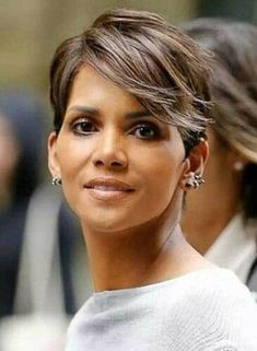 Thinking of getting your hair cut shorter? Then check out these Super Short Hair Styles 2015 - 2016 for instant short hair inspiration. In this short hair. Halle Berry Hairstyles, 2015 Hairstyles, Pixie Hairstyles, Short Hairstyles For Women, Thin Hair Haircuts, Haircut Short, Fashion Hairstyles, Pixie Haircuts, Hair Styles 2016