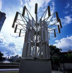 la Redoma de Punto Fresco, en la Ciudad de Barinas, dicha fuente tiene 12 columnas, que representan los 12 municipios del Estado, esta fuente representa el gentilicio de este Estado llanero