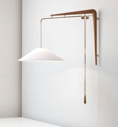 Gino Sarfatti; #137 Brass and Walnut Adjustable Wall Light for Arteluce, c1940.