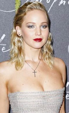 25 Hottest Summer Hairstyles For Short Hair - Pinmagz Hollywood Actresses, Hollywood Celebrities, Top Celebrities, Jennfer Lawrence, Jennifer Lawrence Hot, Kentucky, Actrices Hollywood, Flawless Face, Foto Pose