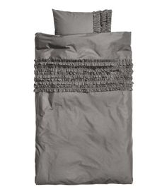 Grey duvet cover set for twin bed.  This would be great for the basement!