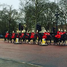 British royal guards ... Watch em on buckingham palace #london #buckinghampalace #royalguard #crowd by dr.almondwibowo