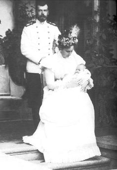 Nicholas and Alexandra with their second child, Grand Duchess Tatiana.