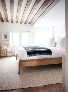 Nice Minimalist bedroom with modern wood beam ceiling. home decor. interior decorating  The post  Minimalist bedroom with modern wood beam ceiling. home decor. interior d ..