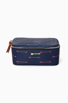 Keep your jewelry organized with this travel jewelry bag. Features a soft exterior dark blue fabric with a red arrow print. Shop Stella & Dot.